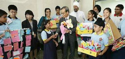 Messages of love: Horie (centre) accepting the greeting cards and paper cranes from Sri Dasmesh pupils at the embassy Friday. With them is Sukdev (white turban).