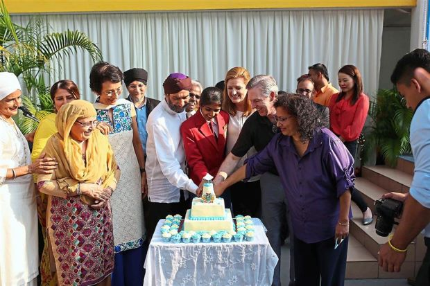 Light the way: Sri Dasmesh chairman Tan Sri Ajit Singh (left) with McIntyre (second from right) cutting a cake in the shape of Lighthouse to commemorate the achievement.